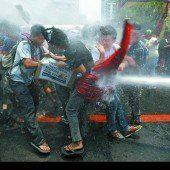 Mit Wasserwerfern gegen philippinische Obama-Gegner