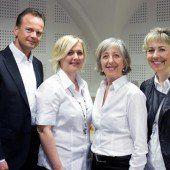 Filialleiter mit seinem Team: Paul Evers (l.) sowie Melanie Marchetti, Martha Kapeller und Alexandra Leumann.