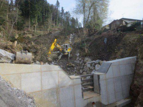 Hochwasserschutzprojekt Klausmühlebach in Lochau: Hinter der Balkensperre werden ein Geschiebeauffangbecken und Wasserabläufe angelegt.