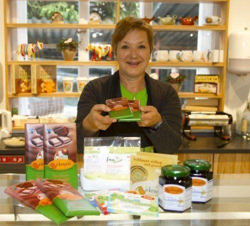 In vielen Geschäften ist Birkenzucker noch nicht zu haben. Gabriele Fetz hat den Trend erkannt und führt einige Produkte.  Foto: VN/Paulitsch