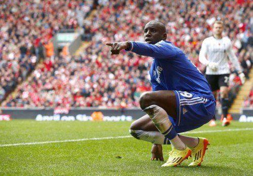 Jubel von Chelsea-Torschütze Demba Ba nach seinem Führungstreffer für die Blues an der Anfield Road. Foto: Reuters