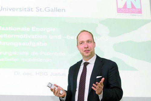 Justus Kunz erläuterte, wie ein Unternehmen ein gemeinsames Ziel verfolgen kann.  Foto: VN/Paulitsch