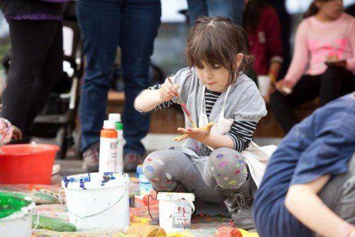 Kinder und Eltern schufen den Spielplatz ihrer Träume.