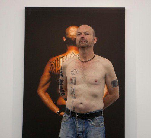 Die Fotografie nimmt auch im Werk von Wolfgang Flatz als Dokument seiner Körperkunst einen breiten Raum ein.