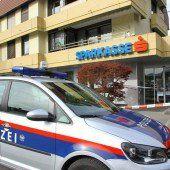Mit dem Messer: Bank in Feldkirch ausgeraubt