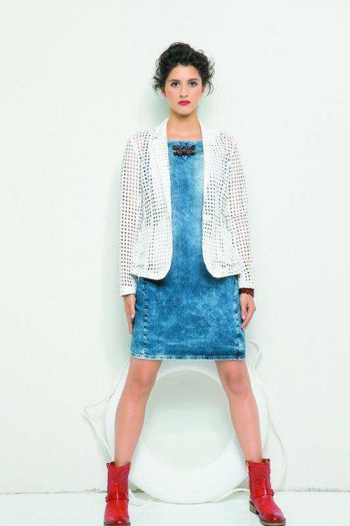 Lässige Waschungen finden sich auch bei den aktuellen Jeanskleidern. Modell gesehen bei Jones um 139,90 €. Foto: jones