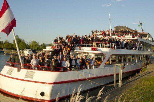 Läuteten das Gedenkjahr mit Schiffsausfahrt ein: mehr als 200 Mitarbeiter von Russmedia.  Fotos: VN/Paulitsch