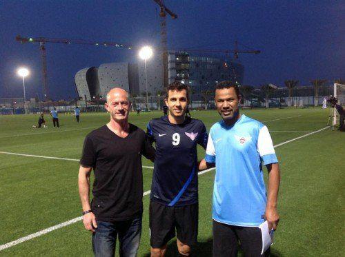 Lassaad Chabbi (im Bild rechts mit Stürmerstar Nilmar) freute sich zuletzt über den Besuch von AKA-Ex-Kollege Kurt Bitriol. Fotos: Privat/3