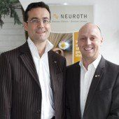 Luden zur Eröffnung: Neuroth- Vorstand Thomas Perissutti (l.) mit Roland Gutwenger. Fotos: FRANC