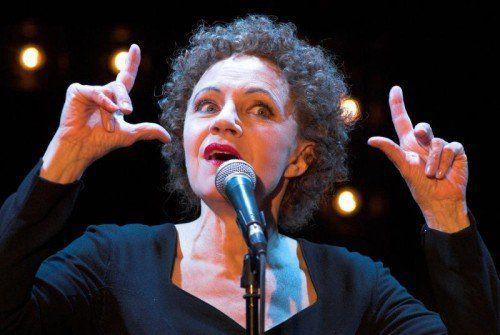 Maria Bill präsentiert Szenen und Chansons aus dem Leben von Edith Piaf.  Foto: Musikladen