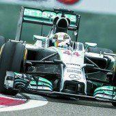 Mit dem Mercedes-Wunder-Boliden war Lewis Hamilton beim Rennen in China einsam unterwegs. Foto: apa