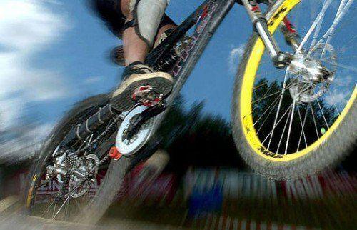 Mountainbiker schätzte Verengung des Radweges zu spät ein, stürzte und wurde schwer verletzt. Ein Fall für das Gericht. Foto: APA
