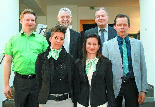 Nadine Bachmann und Claudia Ganahl sowie Alexander Wallis, Bruno Gantner, Wolfgang Violand und Alfons Schäfer (v.l.). Fotos: Schwald