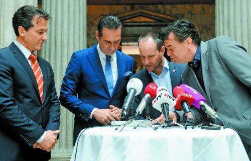 Oppositionsvertreter warten bereits auf einen U-Ausschuss (v. l.): Lugar (Team Stronach), Strache (FPÖ), Strolz (NEOS) und Kogler (Grüne). Foto: APA