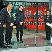 Obama bei japanischem Roboter auf Staatsbesuch
