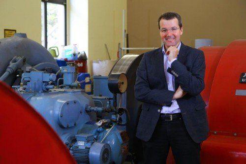 Rainer Hartmann in einem der insgesamt drei Kraftwerken an der Samina, wo die E-Werke Frastanz elektrische Energie aus Wasserkraft erzeugen. Fotos: VN/Hofmeister