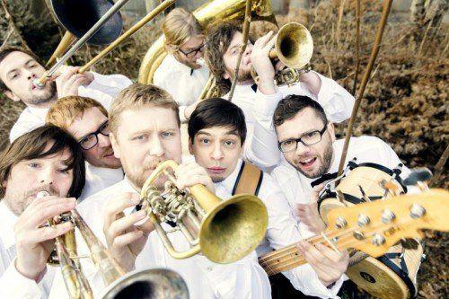 Sony, La Brass Banda