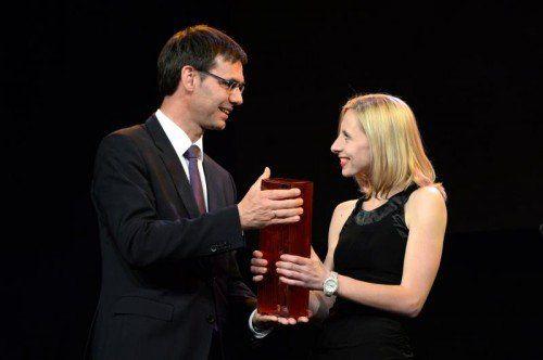 Spezialpreis für ihre Karriere: Caroline Weber mit LH Markus Wallner.