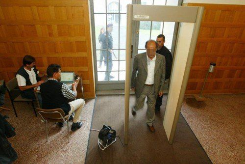 "Strengste Sicherheitskontrolle in Feldkirch beim ""Ali Baba""-Prozess 2003.  Foto: VN/Hofmeister"
