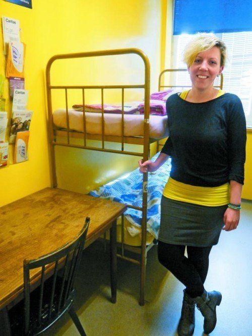 """Tatjana Tschabrunn: Für die Jugendlichen stehen in der Caritas-Notschlafstelle """"a_way"""" frisch bezogene Stockbetten bereit. Foto: ENTNER"""
