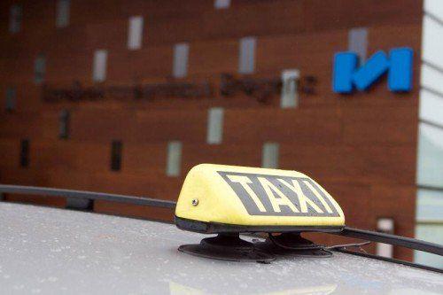 Taxilenker wurde gestern früh in Hard ein Raubopfer.  Foto: VN