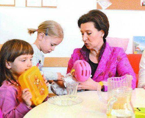 Unterrichtsministerin Heinisch-Hosek will auf Kosten der Kinder sparen – der Widerstand wächst. Foto: APA
