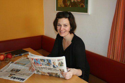 VN-Leserin Gabriele Seeger verwendet Leserbriefe, Kolumnen oder Kommentare aus den VN für ihren Unterricht. Foto: VN/Walter