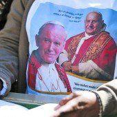 Franziskus spricht zwei Päpste heilig
