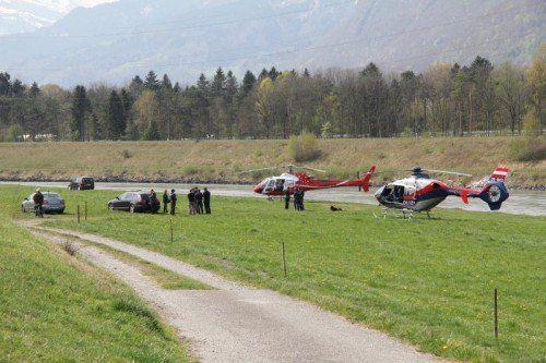 Vorarlberger und Liechtensteiner Einsatzkräfte heften sich nach wie vor auf die Spur des verschwundenen Todesschützen. Foto: VOL.AT/Rauch