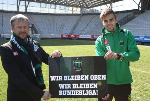 Wacker-Coach Michael Streiter (l.) kann nach der Absage an die Admira doch noch auf den Verbleib in der Bundesliga hoffen. Foto: gepa