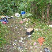 Über eine Tonne Müll in Bettlerlager