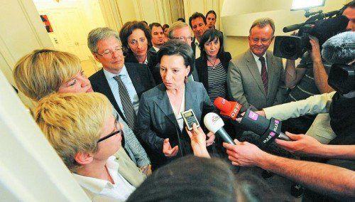 Will künftig regelmäßig über die Schulverwaltung verhandeln: Bildungsministerin Heinisch-Hosek vorige Woche mit Ländervertretern. Foto: APA
