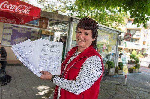 1200 Unterschriften für den Erhalt ihres Kiosks samt Kastanienbaum: Heidi Krauser.
