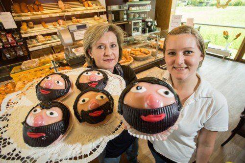 Bäckerei, Mohr im hemd, Conchita Wurst, SChwanenbäckerei in Wolfurt, das Gebäck wurde am 14.5.2014 das erste Mal produziert, Chefin Doris Fitz mit Tochter und Mitarbeiterin Sabrina Fitz
