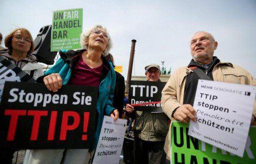 In allen EU-Ländern protestieren immer mehr Bürger gegen die Geheimverhandlungen zu den Freihandelsabkommen mit USA und Kanada. epa