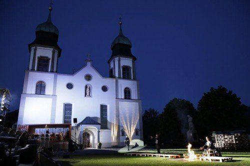 Der Schauplatz mit der Wallfahrtskirche in Bildstein und dem Blick ins Rheintal wird in der Inszenierung entsprechend berücksichtigt. Foto: LT/Köhler