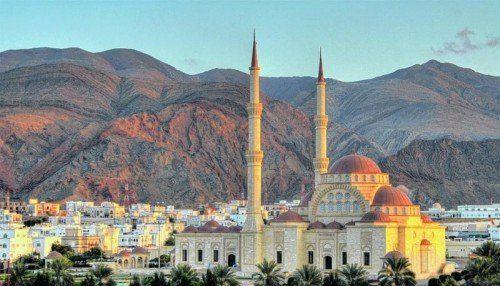 """Die """"Grand Mosque"""", die Sultan-Qabus-Moschee, in der Hauptstadt Maskat. Foto: shutterstock"""