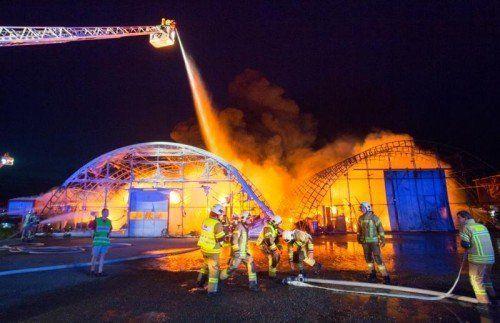 Die Ursache des Großbrandes in Hard ist noch unklar.