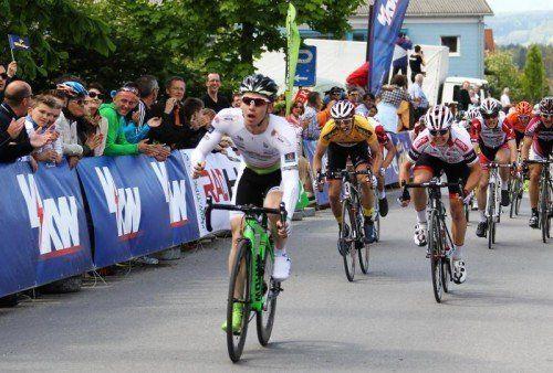 Sprint-Ass Fabian Schnaidt – hier bei seinem Triumph in Nenzing – holte fünf der neun Saisonsiege für das Ländle-Radteam. Foto: akp