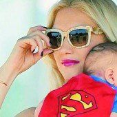 Stefani zeigt stolz ihren Superman
