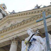Karlskirche beschädigt