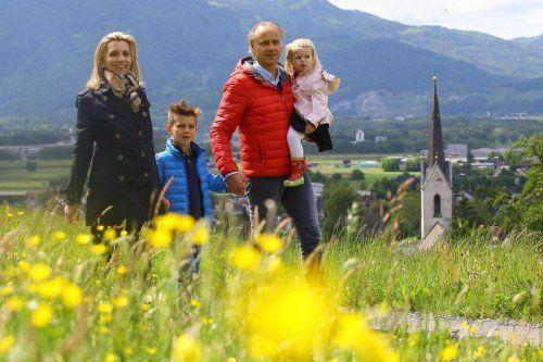 Muttertag Spaziergang mit Familie Niederer-Bauer aus Dornbirn am Hanenberg in Weiler