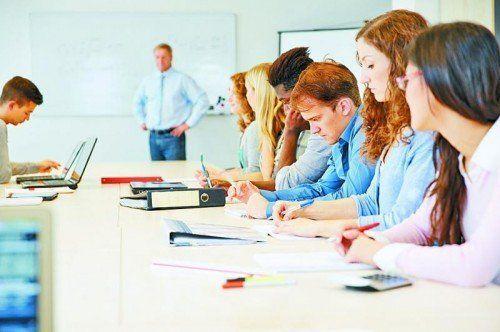 Neben Seminaren aus den Bereichen Management und Persönlichkeit werden auch Kurse aus dem IT-Sektor angeboten.