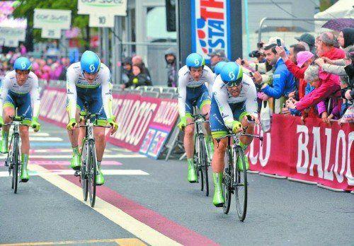 Svein Tuft (r.) und seine Orica-Equipe gewannen beim Giro-Auftakt in Belfast das Teamzeitfahren. Foto: apa