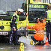 Radfahrerin (71) stirbt nach Kollision mit Bus