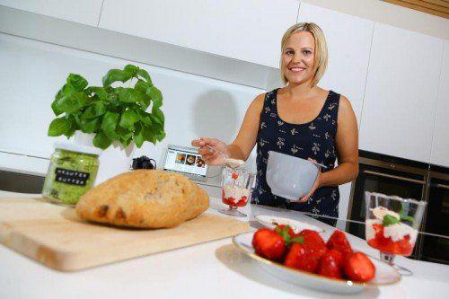 """""""Wenn man mit Liebe kocht, dann schmeckt es auch"""", sagt Brigitte Schwarz. Foto: VN/Hofmeister"""