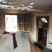 Zigarette im Bett: Zimmer völlig zerstört