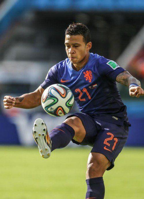 Der 20-Jährige Memphis Depay löste Boudewijn Zenden als jüngsten WM-Torschützen der Niederlande ab. gepa