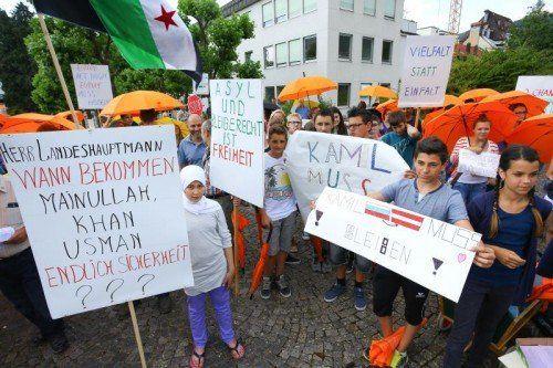 Der Umbrella March endete vor dem Landhaus mit Kundgebungen.  FOTO: VN/HOFMEISTER