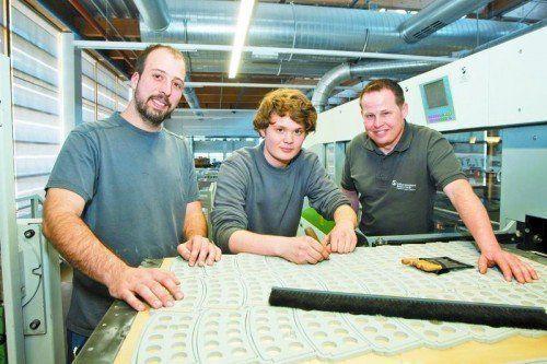 Die Ausbildungsleiter Julian Plank und Christian Grabher mit Lehrling Michael Hack (M.) foto: vn/paulitsch